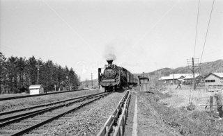 幌延駅 上り旭川行き C5547蒸気機関車 左端線路は羽幌線 1972年5月