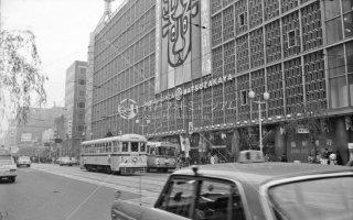銀座通り 銀座六丁目 松坂屋前22統6046 1967年11月