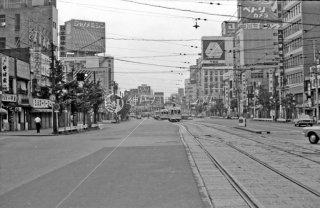 角筈停留所 都電前方は新宿駅前停留所 1967年6月