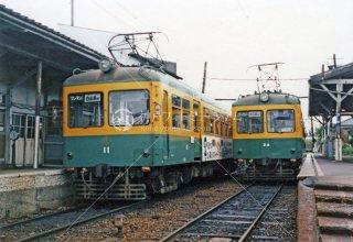 新潟交通 白根駅 左モハ11右24 1987年