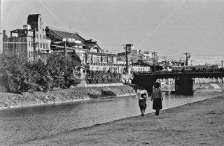 京阪電気鉄道 四条駅付近 南座望む 1986年3月