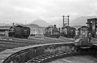 福知山機関区 左から D51895 C55 D51322 1962年3月
