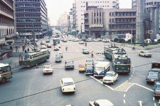 大阪市営トロリーバス阪急百貨店前 無軌条電車 1960年代