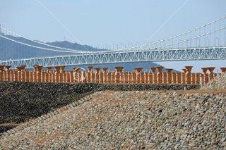 五色塚古墳の埴輪 明石海峡大橋
