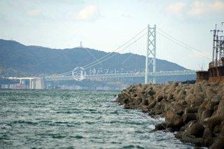 須磨海釣り公園付近より明石海峡大橋望む 平成26.11 2014