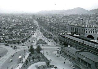 新聞会館より国鉄三宮駅 西望む 昭和31,1956