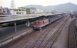 高松 予讃本線DF50-30号機+旧形客車