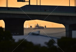 明石海峡大橋橋桁より 大型船