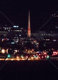 飛行機 夜の滑走路 伊丹空港