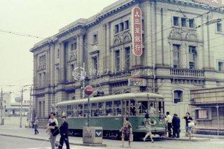 神戸市電 元町六丁目前 三菱銀行神戸支店 昭和44 1969頃