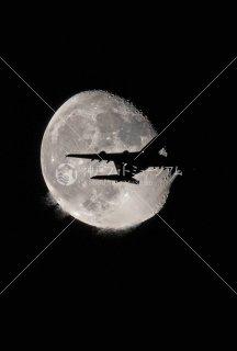 月と飛行機� Airbus
