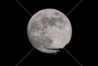 満月と飛行機�