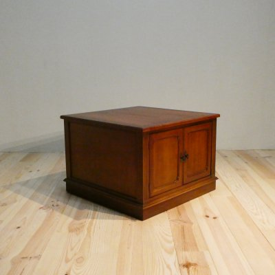 <img class='new_mark_img1' src='https://img.shop-pro.jp/img/new/icons50.gif' style='border:none;display:inline;margin:0px;padding:0px;width:auto;' />Vintage End Table Cabinet