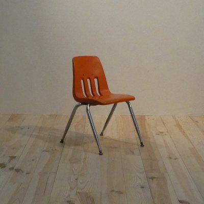 <img class='new_mark_img1' src='https://img.shop-pro.jp/img/new/icons50.gif' style='border:none;display:inline;margin:0px;padding:0px;width:auto;' />Vintage Kid's Chair / VIRCO