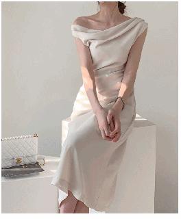 パーティードレス 結婚式 二次会 ワンピース 黒 フレアスカート お呼ばれ 袖無し レディース ドレス