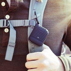 【エアポッドケース・AirPods 第1世代・第2世代・ワイヤレス充電OK・耐水】AirPods Water Resistant Case Black w/ Black Carabiner