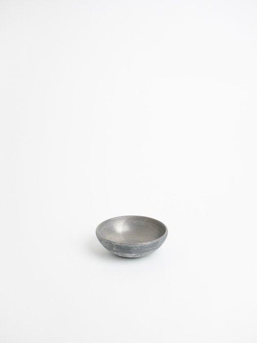 いぶし銀小鉢 / 都築明