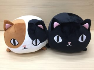 <img class='new_mark_img1' src='https://img.shop-pro.jp/img/new/icons5.gif' style='border:none;display:inline;margin:0px;padding:0px;width:auto;' />猫3兄弟 ねそべりクッション kuro&mikeセット