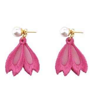 【和風アクセサリー】 刺繍オーガンジーピアス 桜 「牡丹色」 ピンク