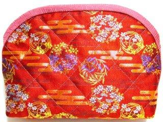 【おばあちゃんの手作りポーチ】 「金襴 キルト仕立て 花柄 朱」 1