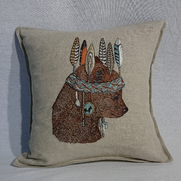 <img class='new_mark_img1' src='https://img.shop-pro.jp/img/new/icons47.gif' style='border:none;display:inline;margin:0px;padding:0px;width:auto;' />CORAL&TUSK  Bear Portrait Pillow