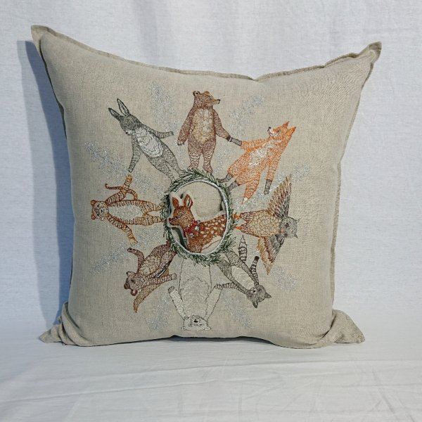 <img class='new_mark_img1' src='https://img.shop-pro.jp/img/new/icons47.gif' style='border:none;display:inline;margin:0px;padding:0px;width:auto;' />CORAL&TUSK  Animal Snowflake Pillow