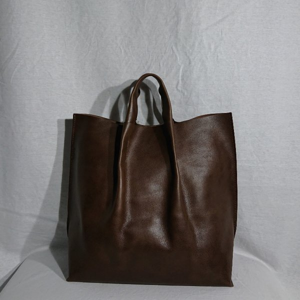 <img class='new_mark_img1' src='https://img.shop-pro.jp/img/new/icons47.gif' style='border:none;display:inline;margin:0px;padding:0px;width:auto;' />KAYNA Leather Tote (Lona)
