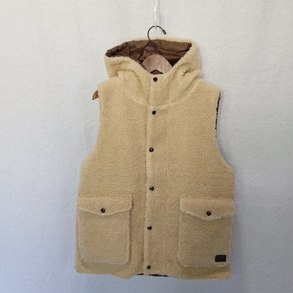 <img class='new_mark_img1' src='https://img.shop-pro.jp/img/new/icons47.gif' style='border:none;display:inline;margin:0px;padding:0px;width:auto;' />ARMEN HOODED VEST
