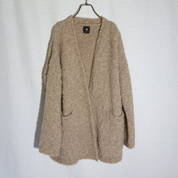<img class='new_mark_img1' src='https://img.shop-pro.jp/img/new/icons47.gif' style='border:none;display:inline;margin:0px;padding:0px;width:auto;' />maison de soil  BOUCLE V-NECK CARDIGAN WITH PIN