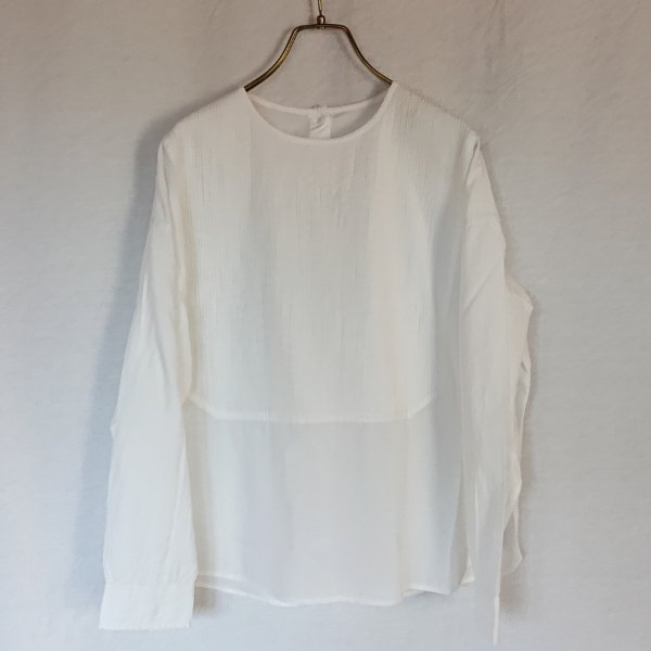 <img class='new_mark_img1' src='https://img.shop-pro.jp/img/new/icons11.gif' style='border:none;display:inline;margin:0px;padding:0px;width:auto;' />maison de soil  BACK OPENING CREW-NECK PINTUCK SHIRT