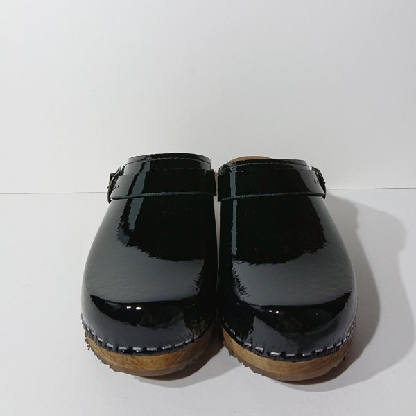 <img class='new_mark_img1' src='https://img.shop-pro.jp/img/new/icons11.gif' style='border:none;display:inline;margin:0px;padding:0px;width:auto;' />EXPERT  REGULAR HEEL CLOGS WITH STRAP