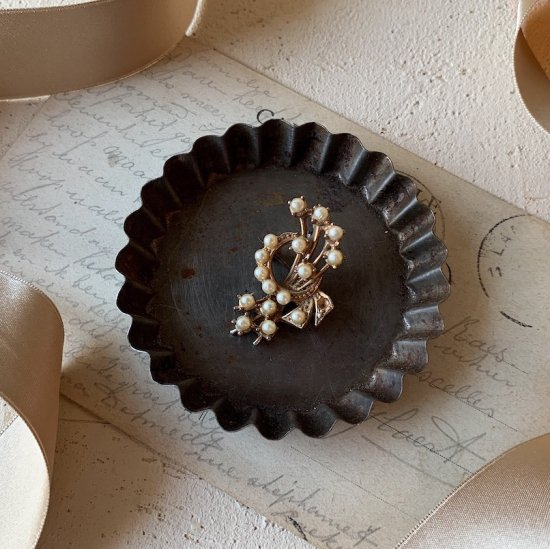 Antique bouquet brooch<img class='new_mark_img2' src='https://img.shop-pro.jp/img/new/icons47.gif' style='border:none;display:inline;margin:0px;padding:0px;width:auto;' />