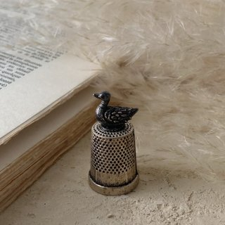 Antique bird thimble<img class='new_mark_img2' src='https://img.shop-pro.jp/img/new/icons47.gif' style='border:none;display:inline;margin:0px;padding:0px;width:auto;' />