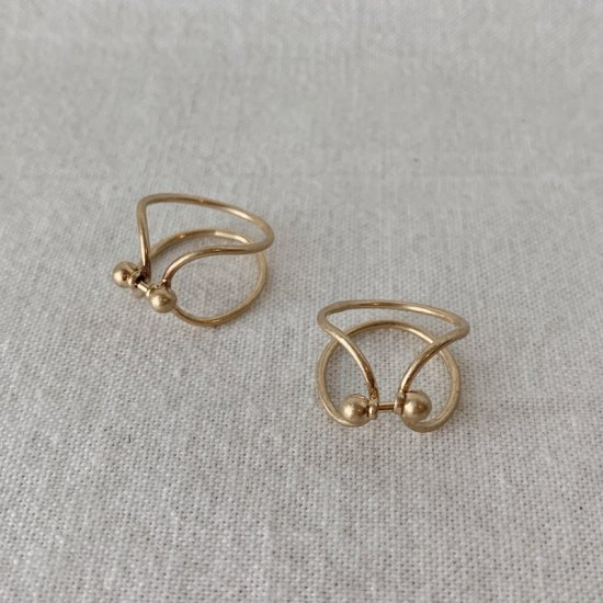 Gold curve ring<img class='new_mark_img2' src='https://img.shop-pro.jp/img/new/icons47.gif' style='border:none;display:inline;margin:0px;padding:0px;width:auto;' />
