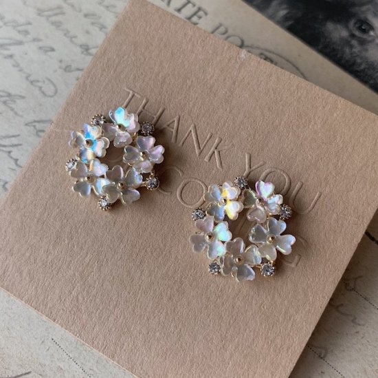 Flower wreath pierce<img class='new_mark_img2' src='https://img.shop-pro.jp/img/new/icons18.gif' style='border:none;display:inline;margin:0px;padding:0px;width:auto;' />