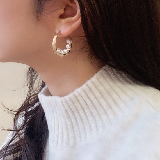 Crescent pearl pierce<img class='new_mark_img2' src='https://img.shop-pro.jp/img/new/icons47.gif' style='border:none;display:inline;margin:0px;padding:0px;width:auto;' />