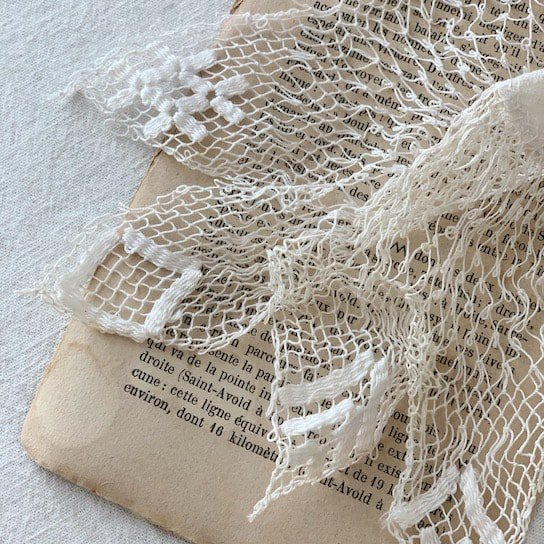 Antique lace doily<img class='new_mark_img2' src='https://img.shop-pro.jp/img/new/icons47.gif' style='border:none;display:inline;margin:0px;padding:0px;width:auto;' />