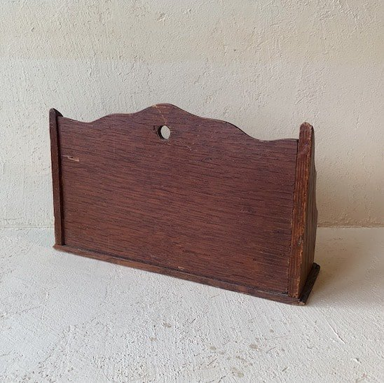 Antique letter rack<img class='new_mark_img2' src='https://img.shop-pro.jp/img/new/icons47.gif' style='border:none;display:inline;margin:0px;padding:0px;width:auto;' />