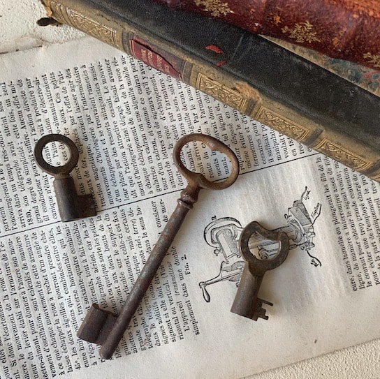 France antique key.g