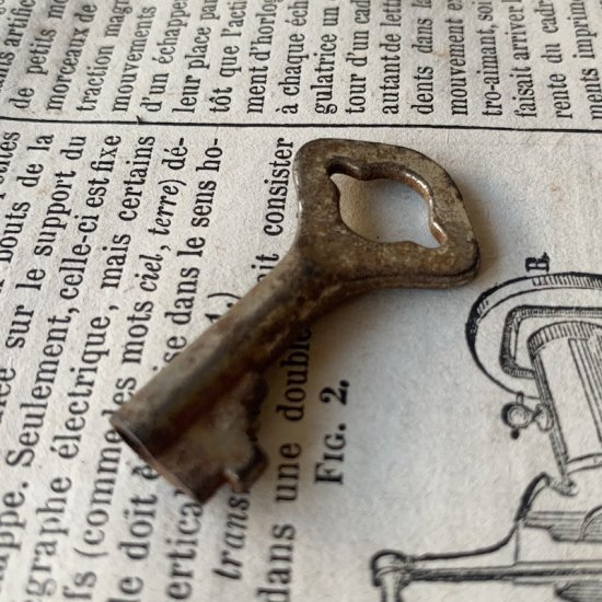 France antique key.i<img class='new_mark_img2' src='https://img.shop-pro.jp/img/new/icons47.gif' style='border:none;display:inline;margin:0px;padding:0px;width:auto;' />
