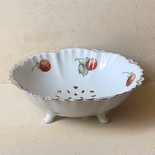 Antique ceramic bowl<img class='new_mark_img2' src='https://img.shop-pro.jp/img/new/icons47.gif' style='border:none;display:inline;margin:0px;padding:0px;width:auto;' />