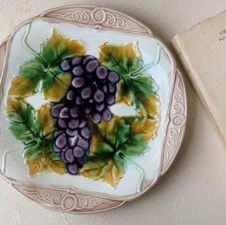 Antique barbotine plate