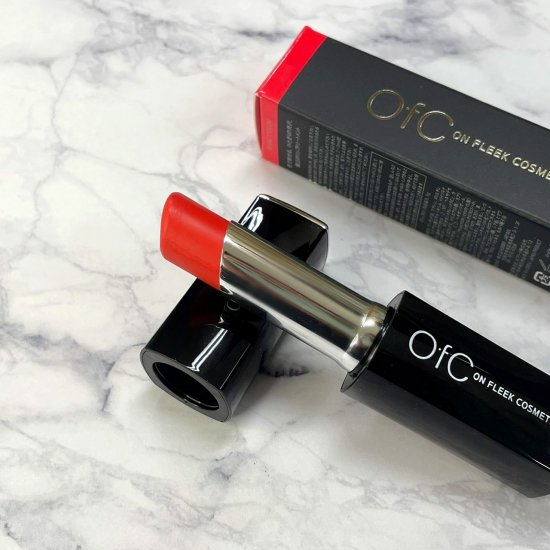 【OfC】オーエフシー 太陽光で色が変化する奇跡のリップスティックトリートメントNo.01【Red⇔Burgundy】3.5g 送料無料