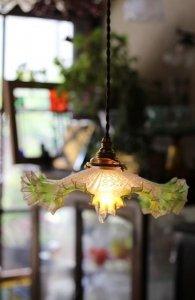 お花模様と若草色の縁どり アンティーク ランプシェード