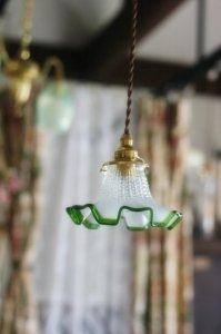 フランス アンティーク グリーントリミング&オパールセントガラス ランプシェード