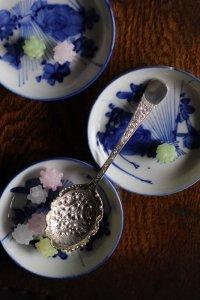 花束のエングレーヴィング ひらりとした縁どりのベリースプーン