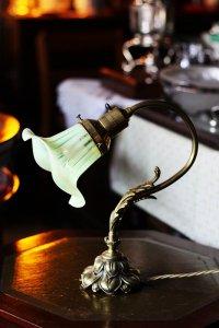 アールヌーヴォーの菊の花 ヴァセリンガラス シェード付 ランプスタンド