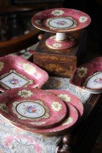 英国 クラウン・スタッフォードシャー 大人ピンクのディナーセット