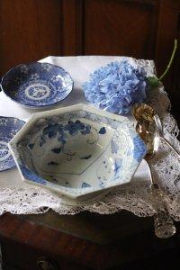 古伊万里 ぶどうと紫陽花、蝶々の線描き オクタゴナルな鉢