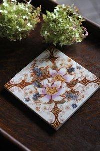 野生のバラとブルーの小花 手彩色のヴィクトリアンタイル